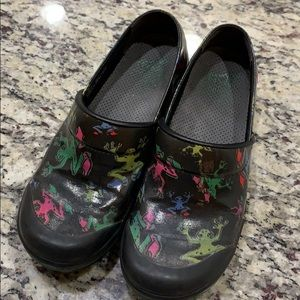 Dansko vegan frog shoes